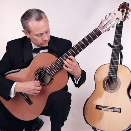 Eduardo-Pascual_Guitarras-Contreras-y-Gabriel-Hernández